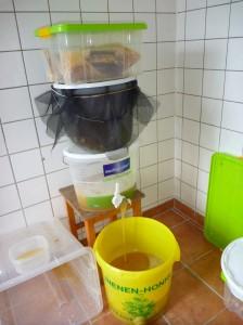 Aufbau zum Sieben (nicht Filtern!) des Honigs