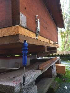 Schwingungsdämpfer an der Bienenwaage